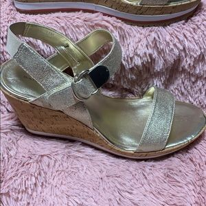 New Bandolino Gold Wedge Sandals